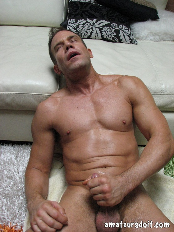4-chuck Chuck – Gym Muscle Jack-Off